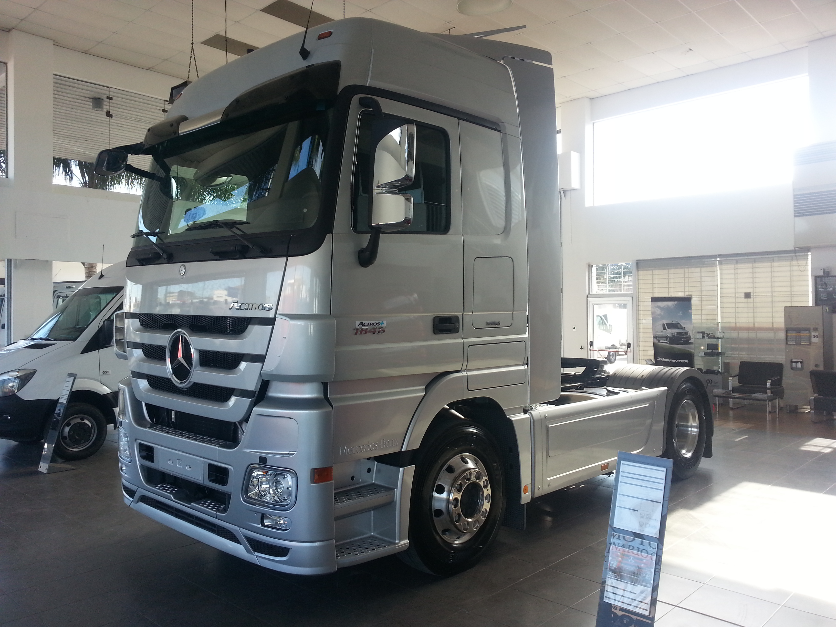 MERCEDES BENZ ACTROS 1846 + MEGA SPACE