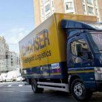Un camión híbrido Mercedes-Benz en el centro de Madrid