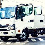 Hino lanzó un Doble Cabina en su Serie 300